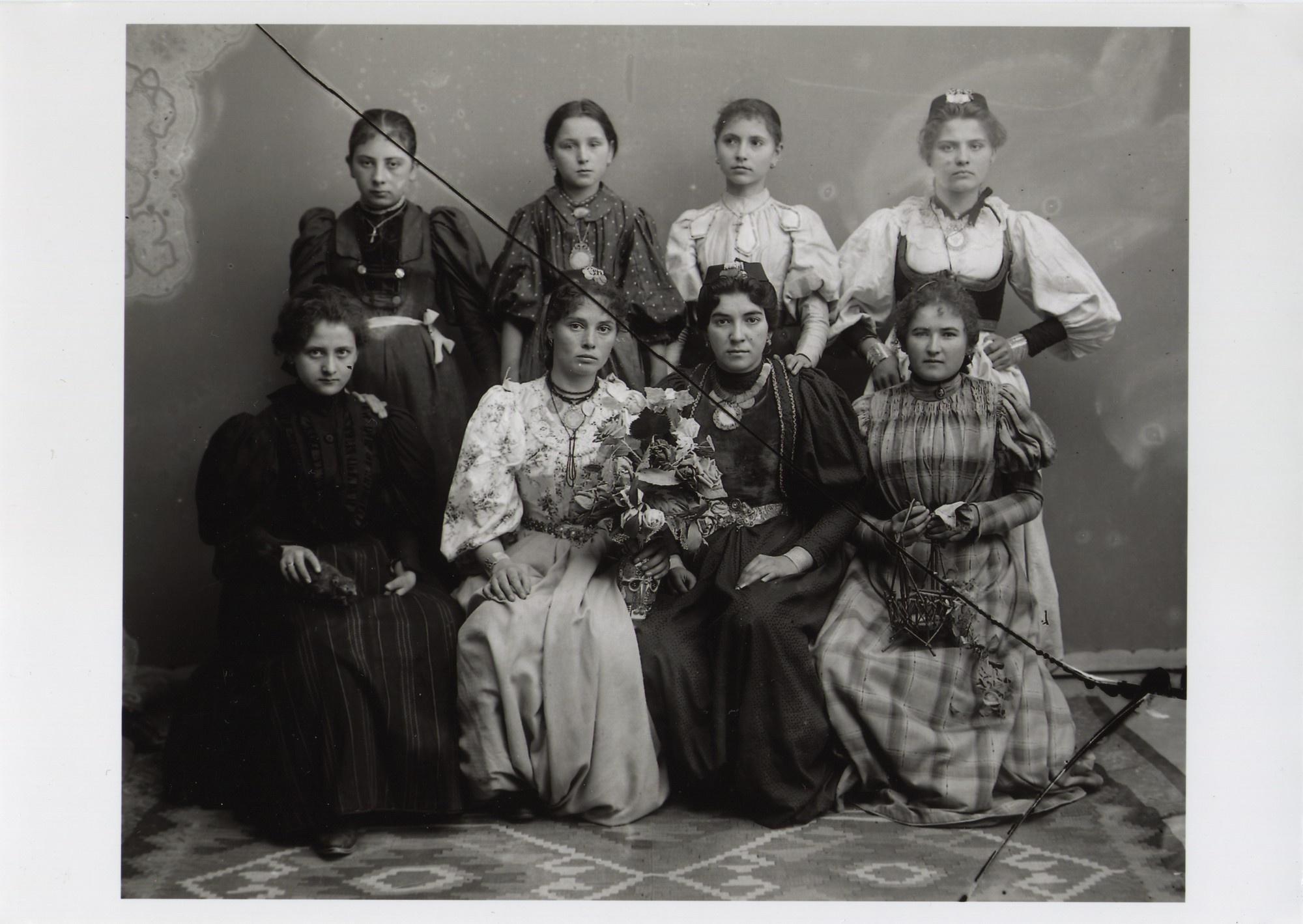 Young townswomen, © The National Museum of Bosnia and Herzegovina