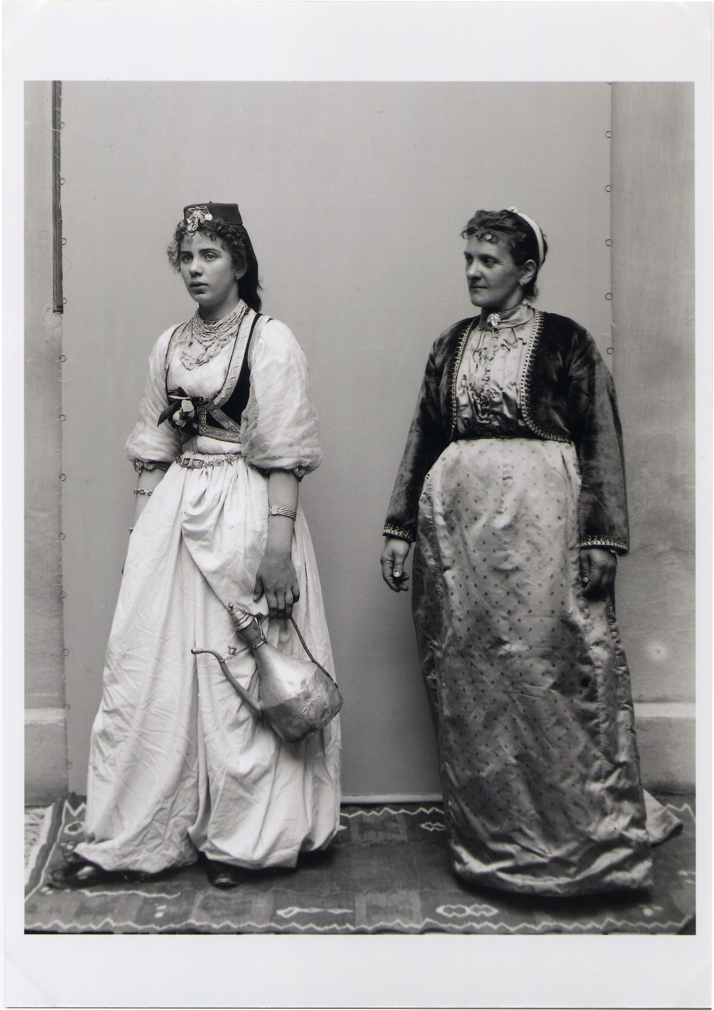 Portrait of two townswomen, © The National Museum of Bosnia and Herzegovina