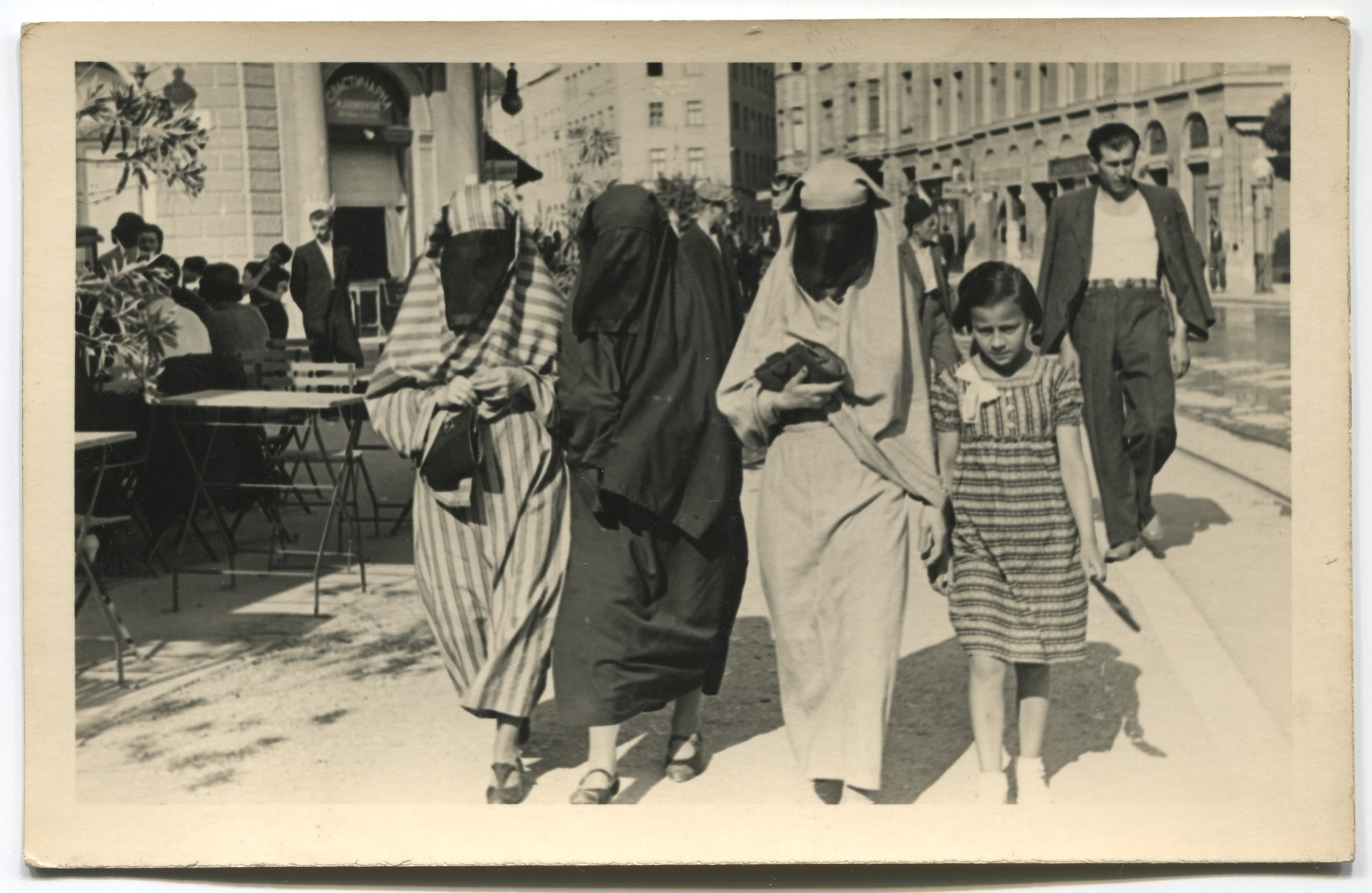 Muslim women's streetwear from the interwar period, © Museum of City of Sarajevo