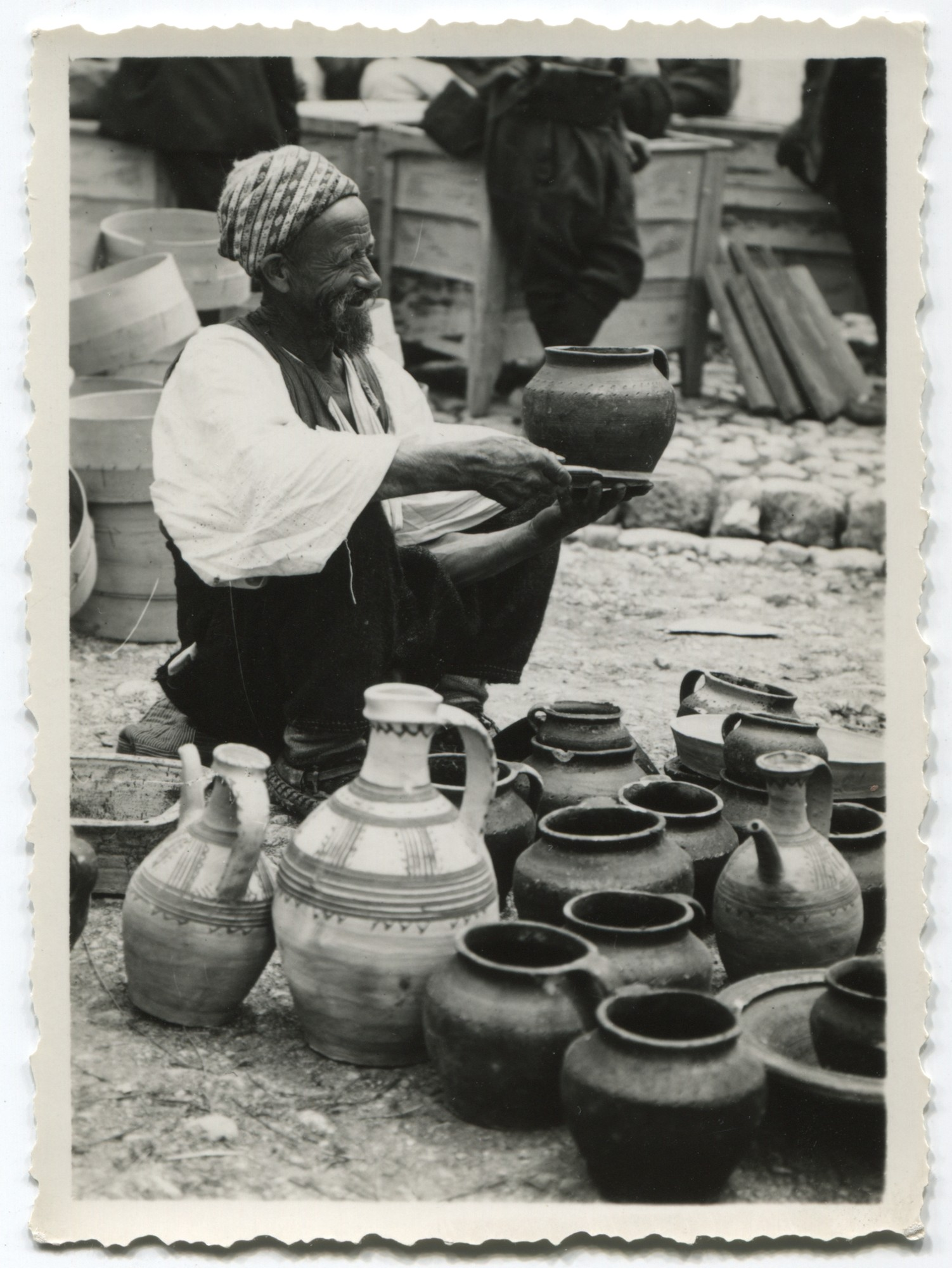 Selling pottery, © Museum of City of Sarajevo