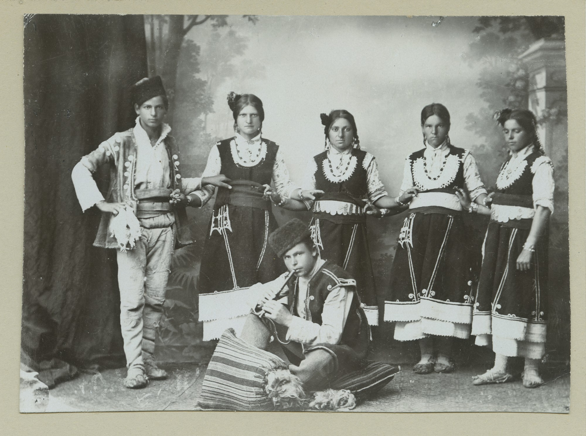 """Bulgarian folk dance"", © The Austrian Museum of Folk Life and Folk Art"