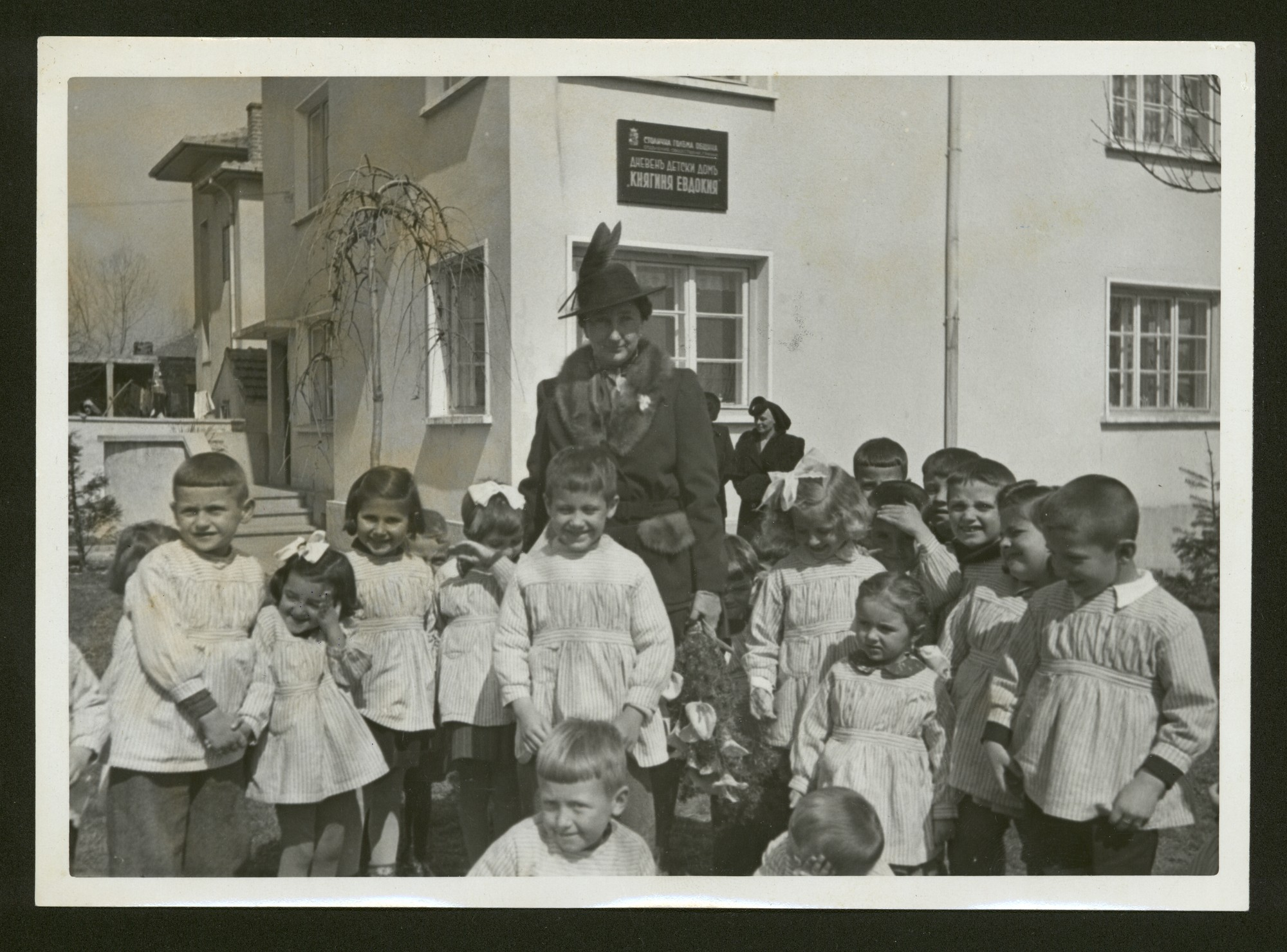 Princess Eudoxia of Bulgaria with children from the kindergarden named after her, © Central State Archives