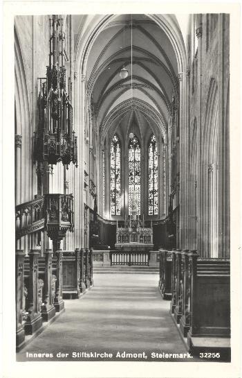 Innenansicht der Stiftskirche (Blick von Westen nach Osten ins Presbyterium)