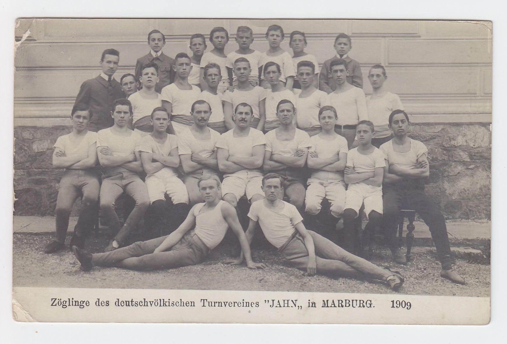 """Zöglinge des deutschvölkischen Turnvereins """"JAHN"""" in MARBURG. 1909."""